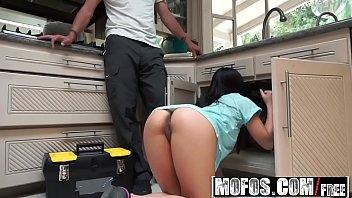 Ela não queria que ele consertasse o vazamento da pia