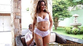 Brasileira casada e infiel seduz corretor safadão