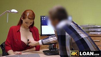 Fodeu a cliente dentro da sala do gerente e ela adorou