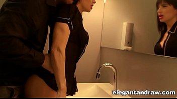 Pegando a Ninfeta sexy e gostosa no banheiro